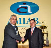 Fotografía: Manuel Lozano, director general de IDEAS COMUNICACIÓN y Emilio Sáez, presidente de AMIAB